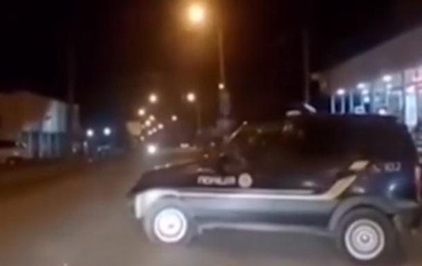 В Черновцах  сбежавший  от копов автомобиль едва не устроил ДТП