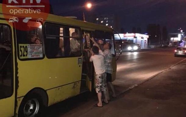 У Києві в маршрутки на ходу відвалилися двері