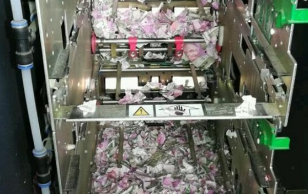 В Индии мыши обгрызли в банкомате купюры на миллион