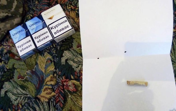 В Хмельницкой области работник колонии приносил заключенным наркотики