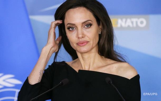 Питт запретил Джоли снимать их общих детей в кино