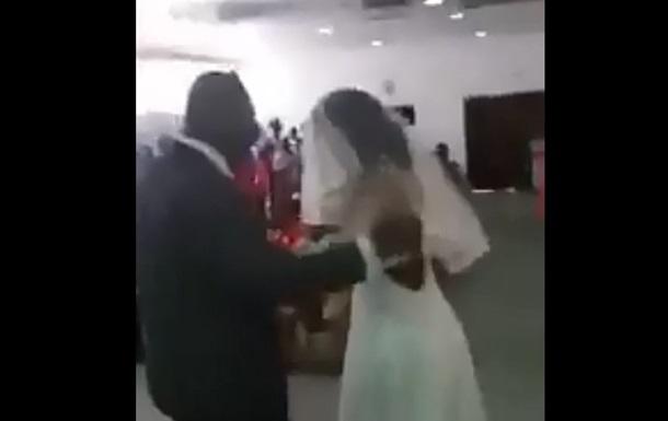 Женщина пришла на свадьбу любовника в платье невесты