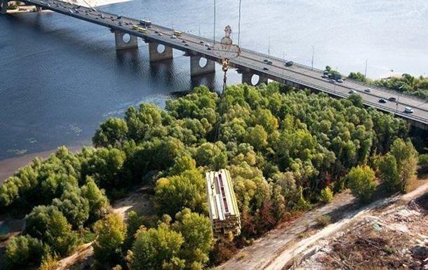 В Киеве ограничат движение транспорта по Северному мосту