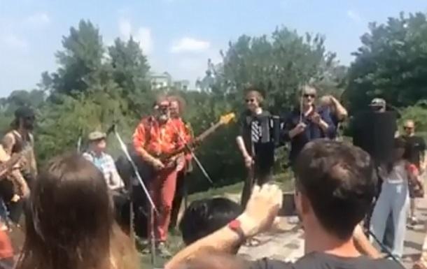 Борис Гребенщиков дал бесплатный концерт в Киеве