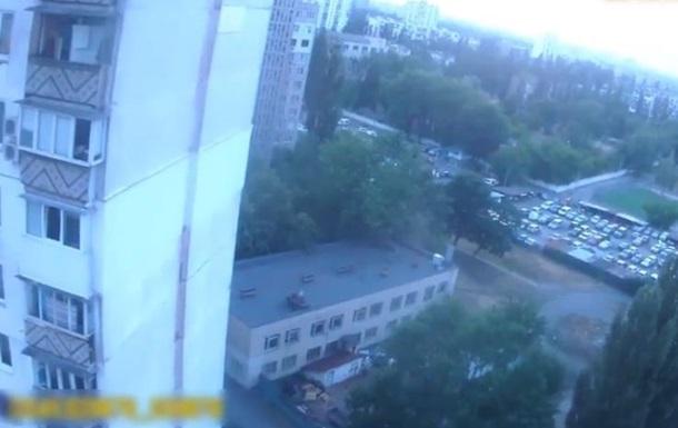 В Киеве спасли пенсионерку, которая пыталась прыгнуть с 14 этажа