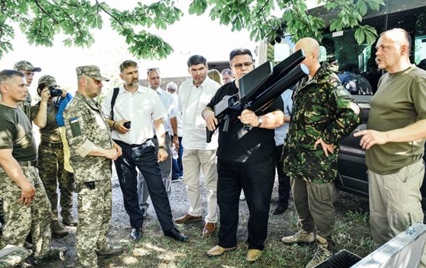 Глава литовского МИД посетил передовую на Донбассе