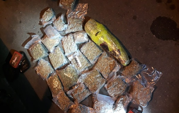 У украинца на границе с РФ изъяли почти восемь кило марихуаны