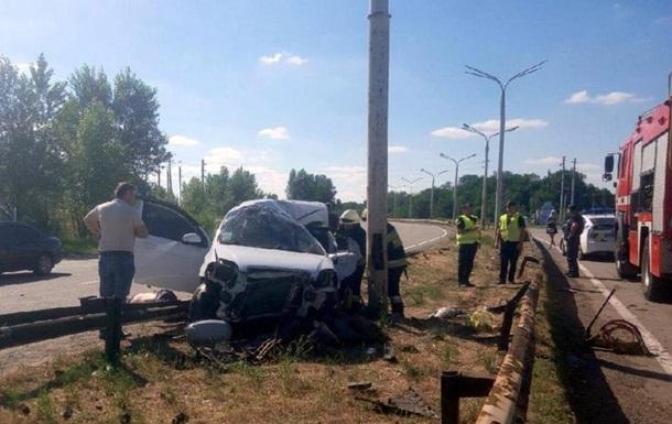 В Днепропетровской области ЗАЗ врезался в столб: три жертвы