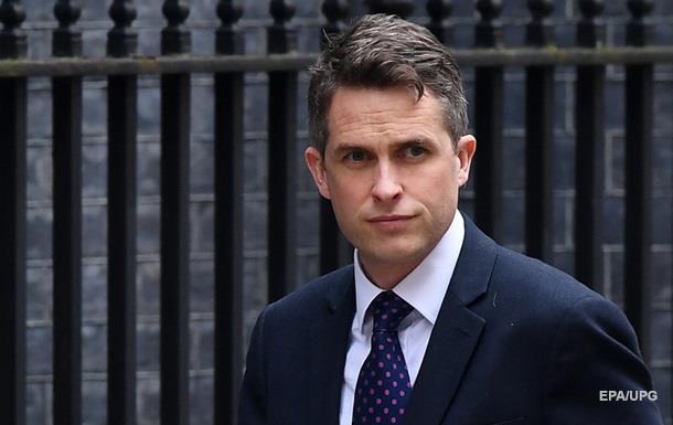 Міністр оборони Британії організував  бунт  проти Терези Мей - ЗМІ