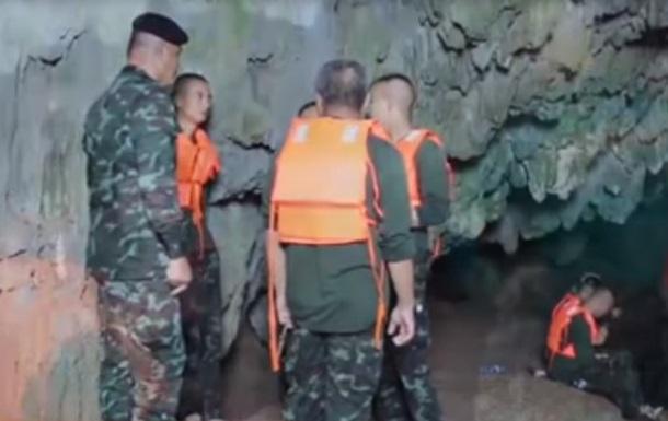 У Таїланді в печері зникла футбольна команда