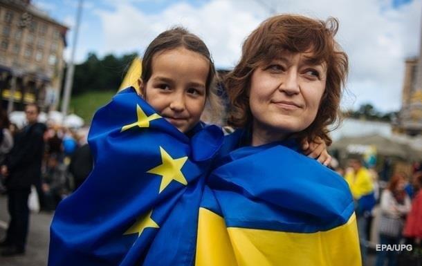 Курсом країни не задоволені майже 90% українців - опитування