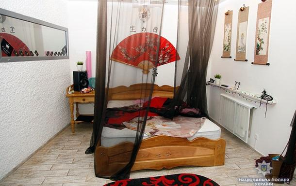 У Хмельницькому накрили салон  інтимного масажу