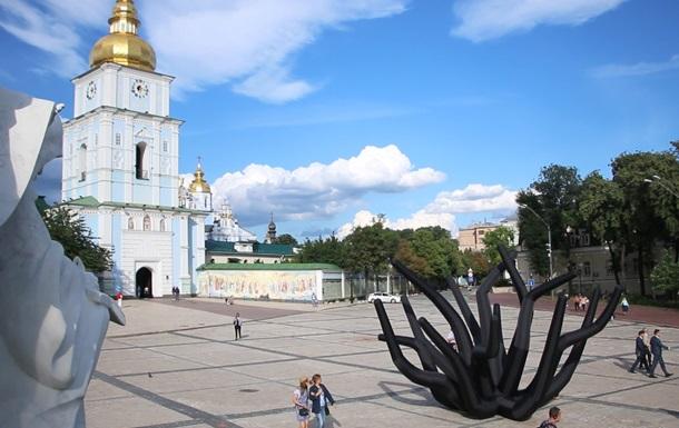 В центре Киева установили надувные щупальца