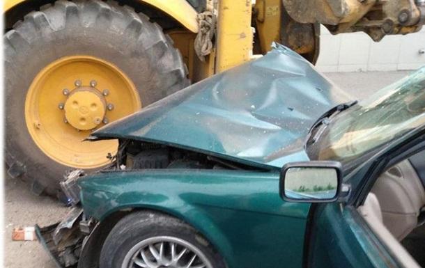 В Одессе BMW врезался в трактор: четверо пострадавших