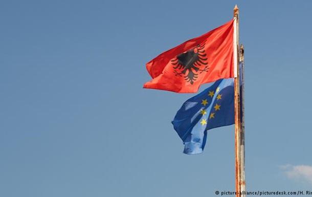 Албанія відмовилася створювати для ЄС центр прийому біженців