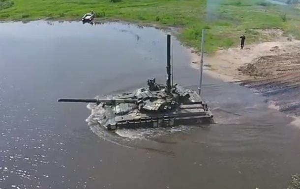 З явилося відео з танками ЗСУ, які пірнають під воду