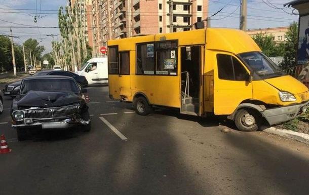 У Слов янську маршрутка потрапила в ДТП: дев ять постраждалих