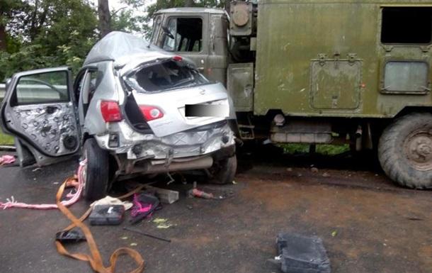 У Тернопільській області Nissan врізався у військових: двоє загиблих