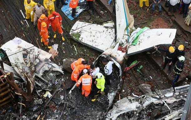 В Індії літак впав на будівництво, є жертви