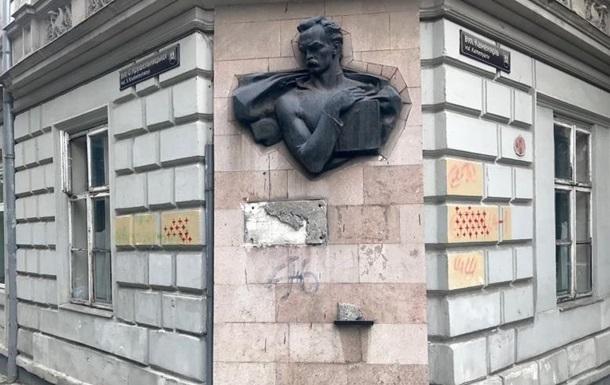 У Львові з будинку Івана Франка зірвали меморіальну дошку