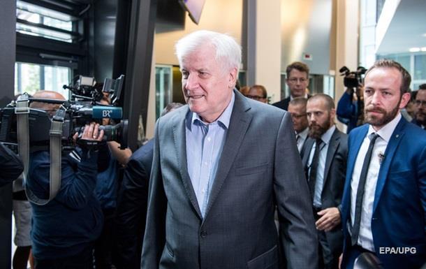 Глава МВД Германии собрался в отставку