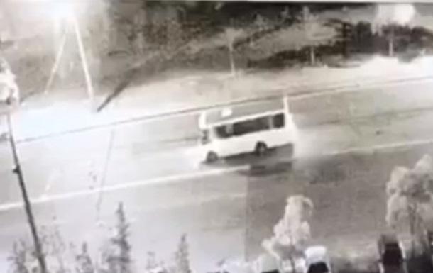 У Києві у маршрутки на ходу відпало колесо