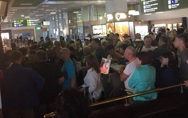 Затримка туристів в аеропорту Київ: не вилетіли ще два рейси