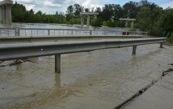 Непогода на Буковине: подтоплены дома, повреждены мосты