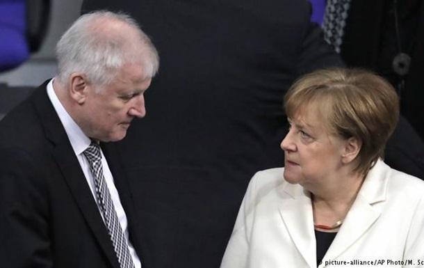 Меркель та глава МВС Німеччини досягли згоди щодо біженців