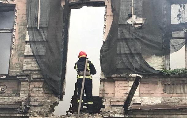 У Києві на Подолі горів триповерховий будинок