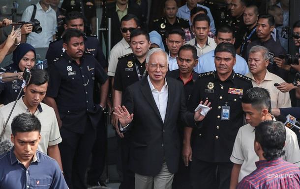 Екс-прем єра Малайзії заарештували за корупцію