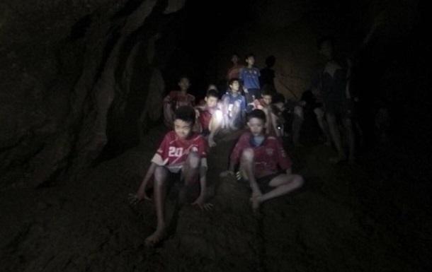 Підуть на ризик: розроблено план порятунку дітей з підводної печери
