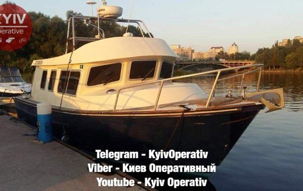 У Києві з яхт-клубу викрали катер