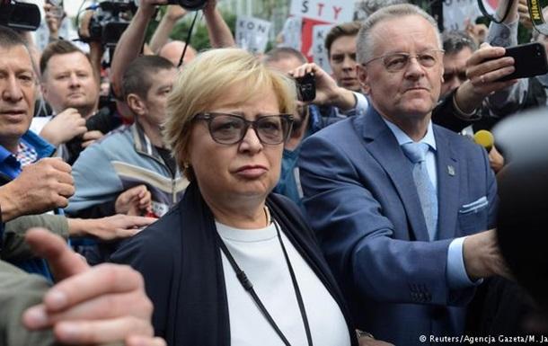 Голова Верховного суду Польщі відмовилася йти на пенсію і вийшла на роботу