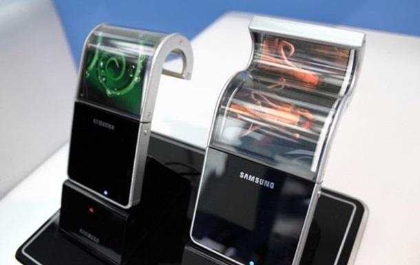 Названы сроки выхода гибкого смартфона Samsung