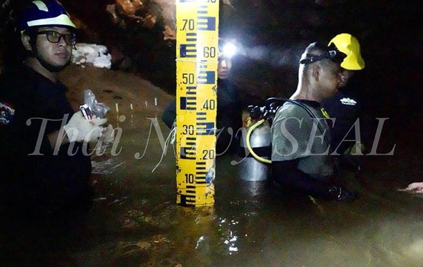 У Таїланді призупинили операцію з порятунку дітей з печери