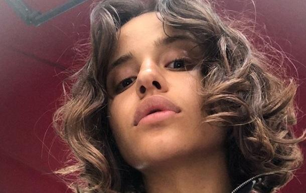 Украинская певица подверглась травле за волосатость
