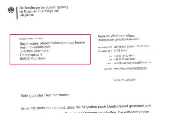 Зеехофер принял извинения Меркель