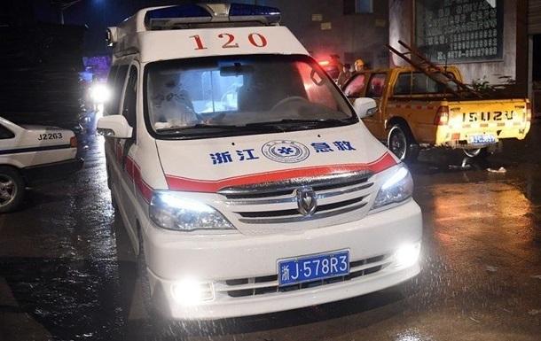 Китай подарил Украине автомобили скорой помощи