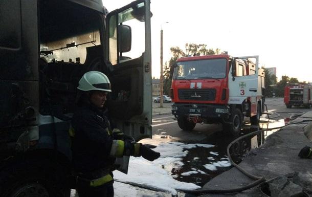 В Днепре загорелся грузовик с пьяным водителем