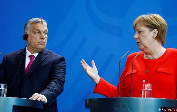 Меркель наголосила на розбіжностях з Орбаном щодо питань біженців