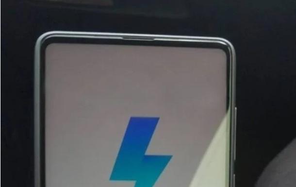 Полностью безрамочный. Фото нового флагмана от Xiaomi