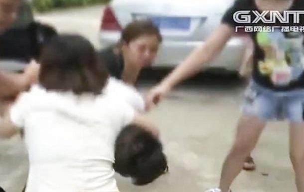 Три китаянки здали ловеласа поліції