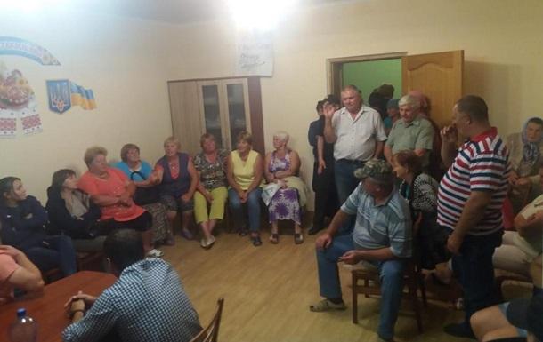 У Чернівецькій області депутатів 12 годин утримували в сесійній залі