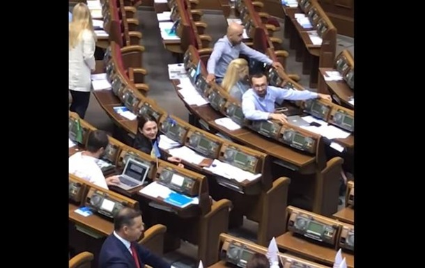 Появилось полное видео перепалки Ляшко с депутатами от БПП