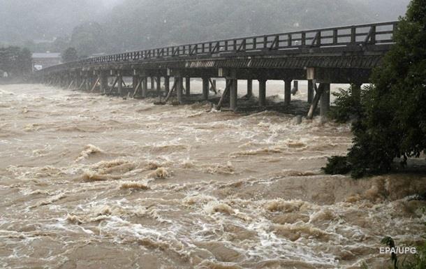 В Японии объявили режим ЧС из-за ливней