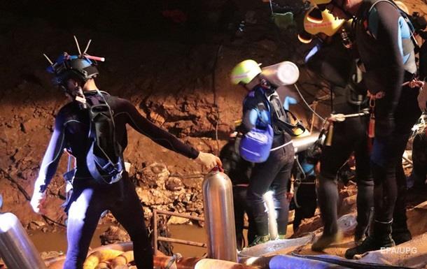Діти в печері Таїланду: почалася евакуація