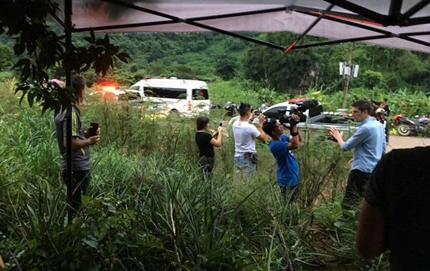 Из пещеры в Таиланде вытащили двух мальчиков