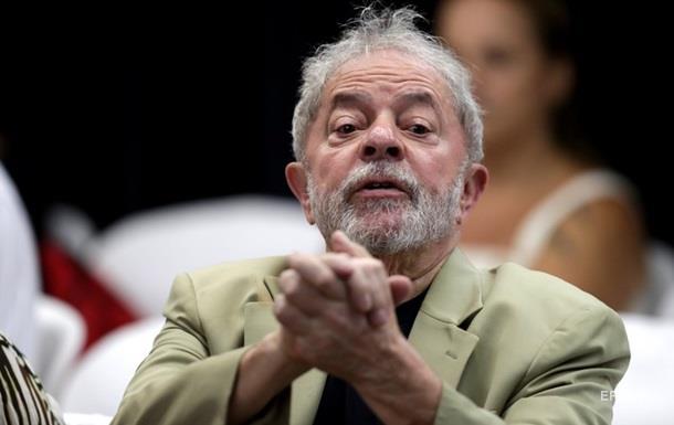 В Бразилии в один день освободили и запретили выпускать экс-президента