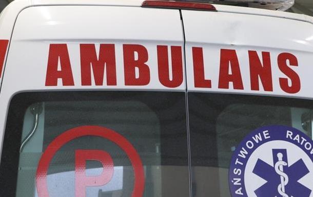 У Польщі автобус таранив два стовпи: 15 постраждалих